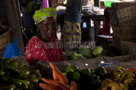 shopkeeper selling vegetables in bamako