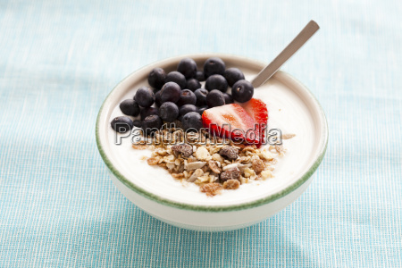 bowl of muesli yoghurt and berries