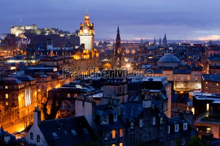 edinburgh cityscape dusk