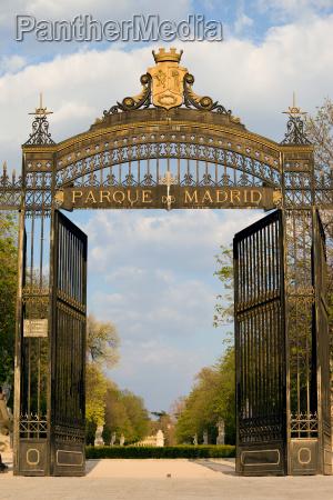 retiro park entrance in madrid
