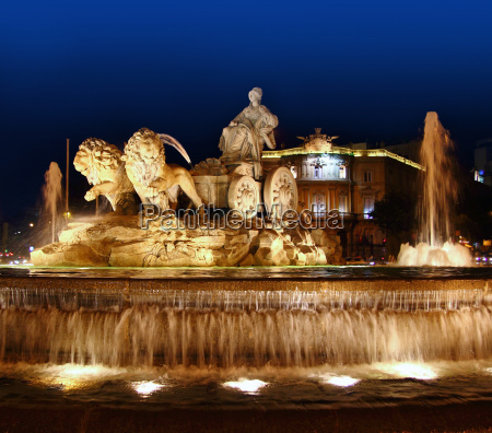 cibeles night statue in madrid paseo