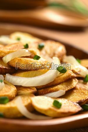 fried potato with onion