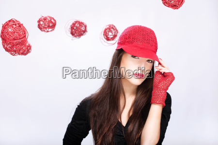 woman with red hat between red