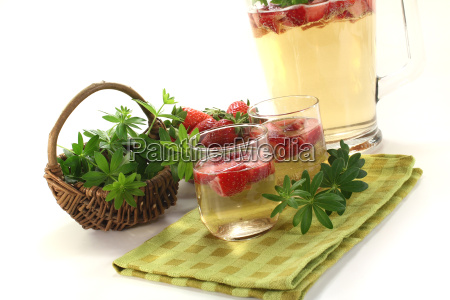 fresh, may, wine, with, strawberries, and - 7209363
