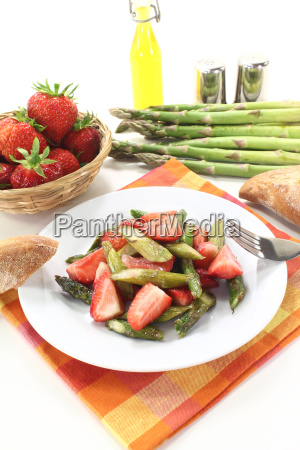 green and red asparagus salad