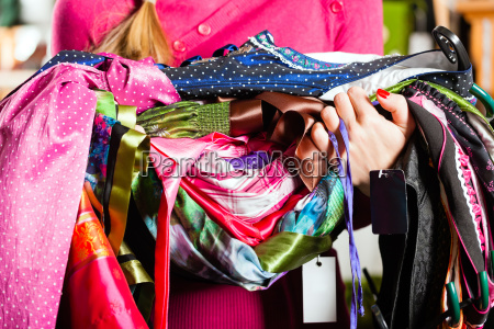 woman is buying tracht or dirndl