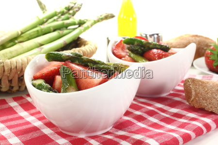 asparagus salad with fresh strawberries