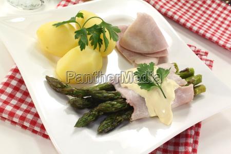 asparagus with sauce hollandaise and ham