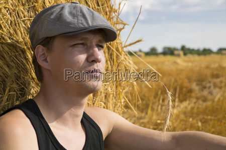zoomed man near rye ball make