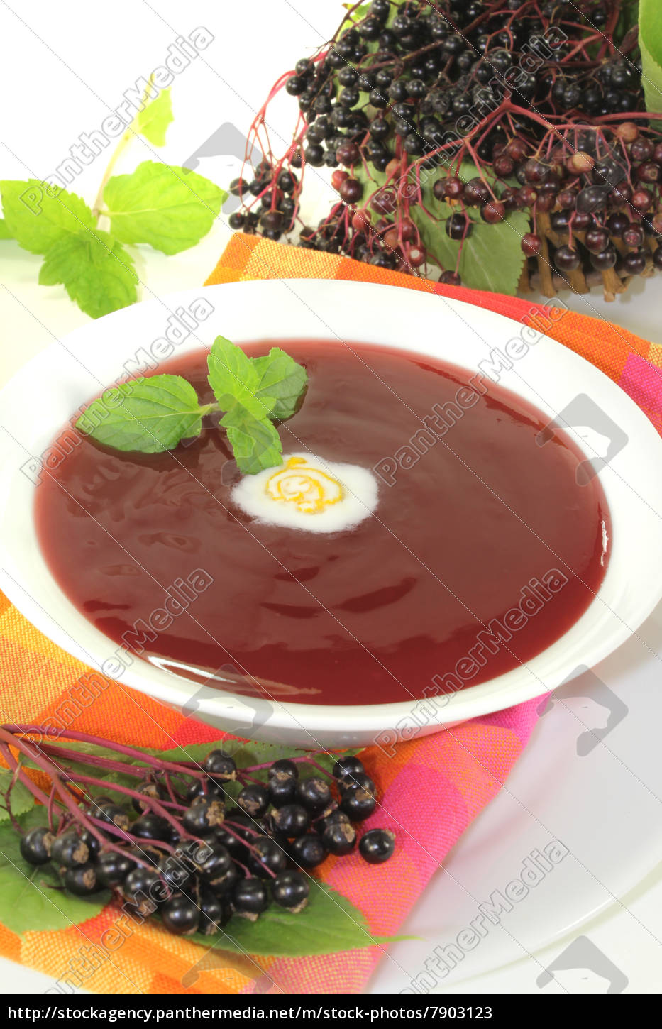 elderberry, soup, with, peppermint - 7903123