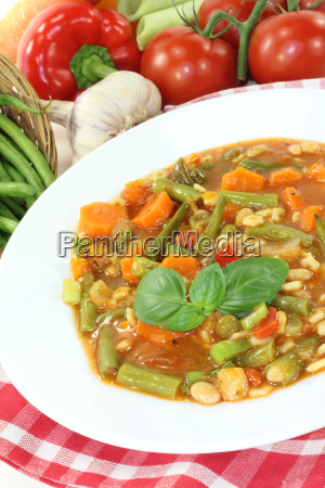 minestrone with carrots