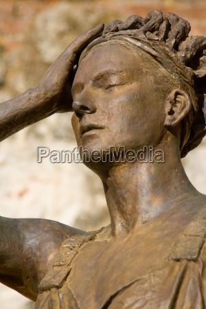 estatua de mujer womanly statue