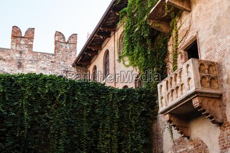 the famous balcony of juliet capulet