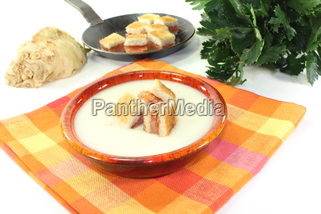 cooked celery soup with lachscroutons