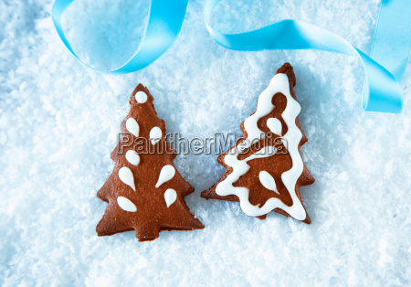 gingerbread christmas trees on snow