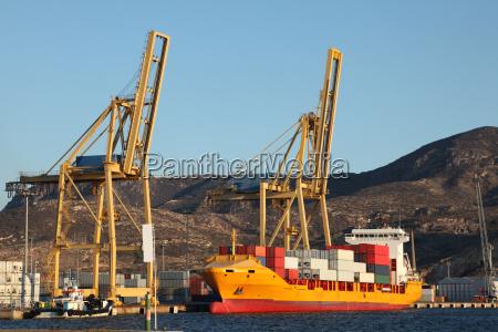 trafico puerto transporte contenedor carga a