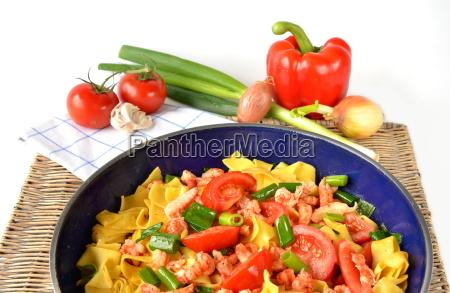 pasta dish with shrimps pasta