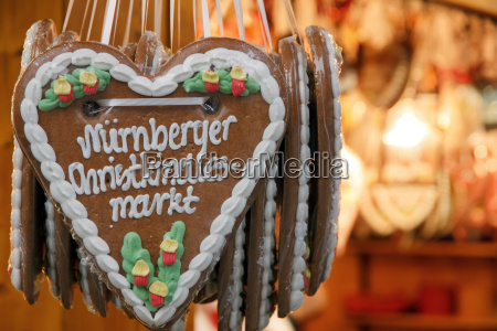 gingerbread heart at nuremberg christmas market