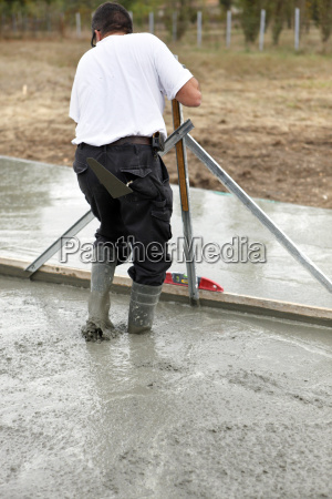 smoothing concrete foundations
