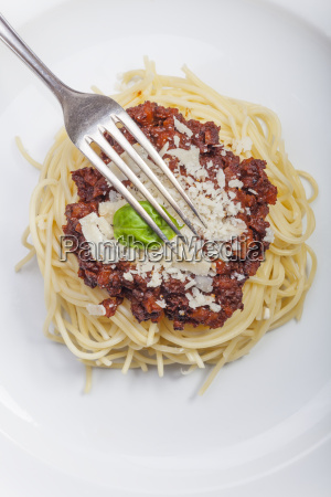 spaghetti with sauce bolognese and basil