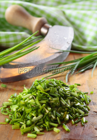 pile of chopped fresh chives