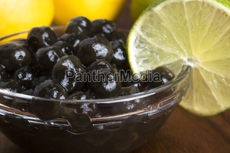 tapioca pearls with lime white bubble