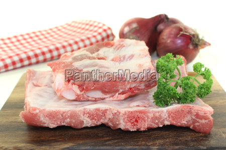 peeling ribs with parsley and onions