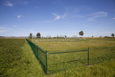 version with fence near voitsumraweissenstadt on