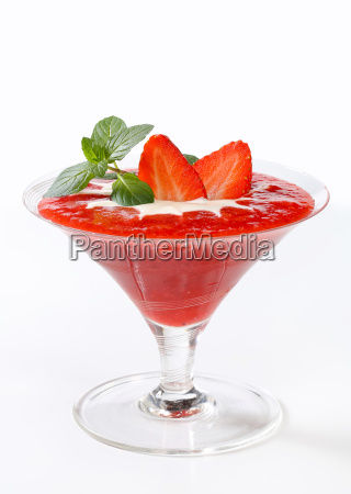 strawberry puree with cream