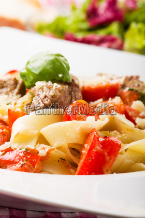 tagliatelle with steak and tomatoes