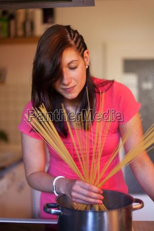 spaghetti cooking