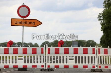 roadblock with lattice and describe