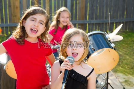chidren singer girl singing playing live