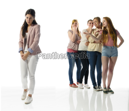 girls mobbing