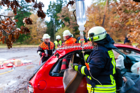 accident fire brigade saves accident