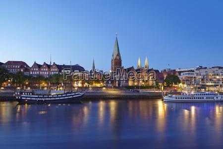 bremen schlachte with martinikirche evening