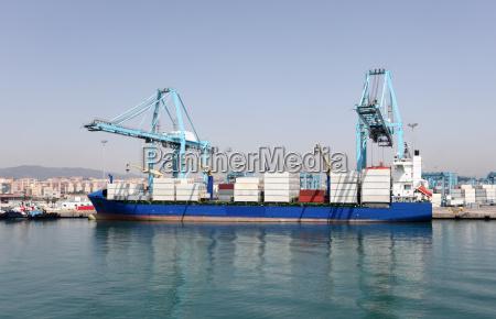 puerto terminal contenedor carga a los