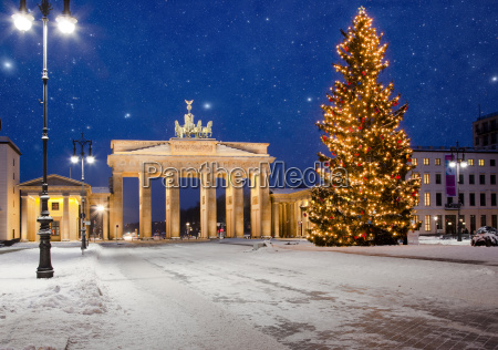 starry sky over the brandenburg gate