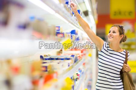 beautiful, young, woman, shopping, for, diary - 10005166