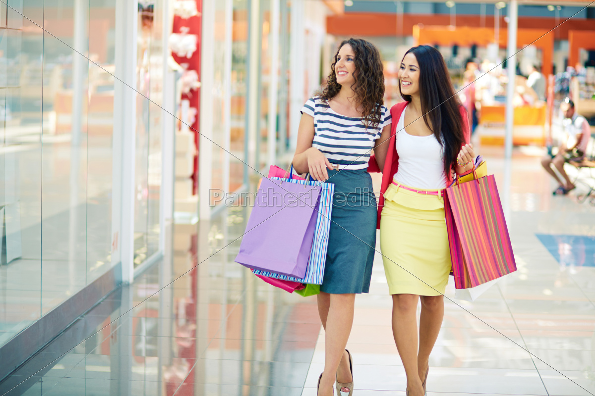 shoppers, in, the, mall - 10039430