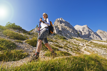 hiking - 10104577