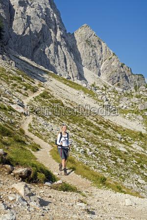 hiking - 10104603