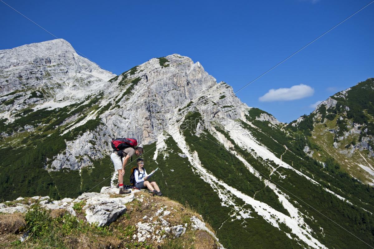 hiking - 10104619