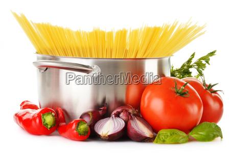 rostfreier topf mit spaghetti und vielzahl