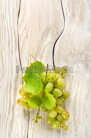 green grapes on the table