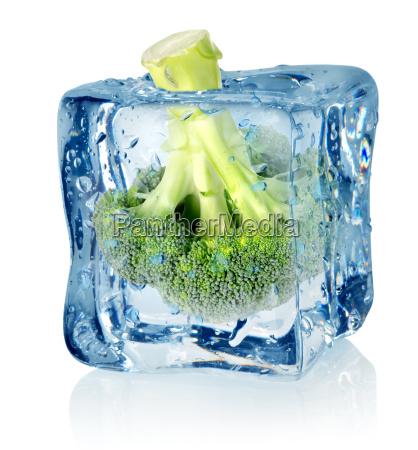 broccoli, in, ice - 10125647