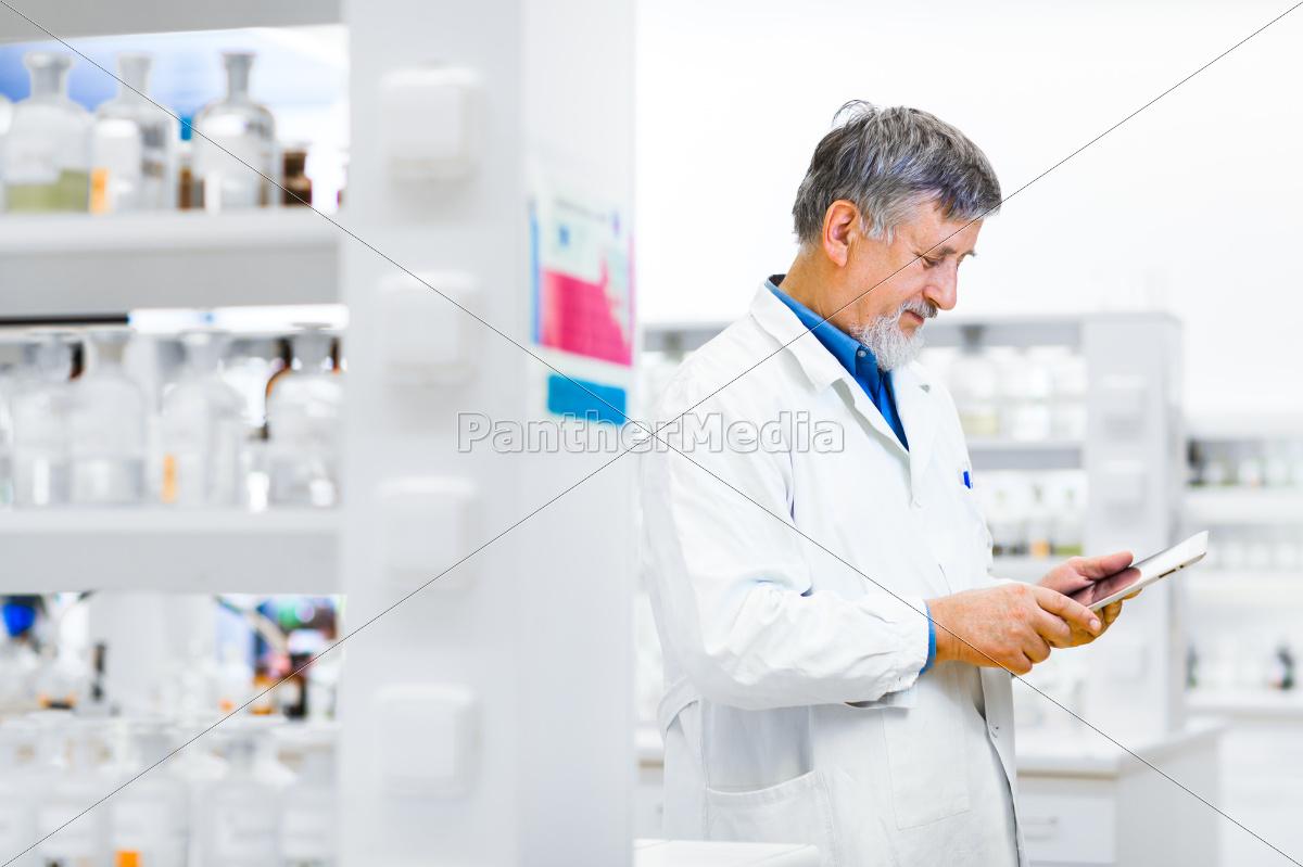 senior, doctor/scientist, using, his, tablet, computer - 10147971