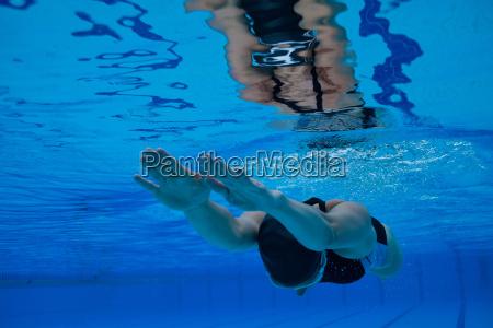 swimming, underwater - 10179907