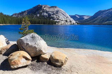 yosemite national park view of lake