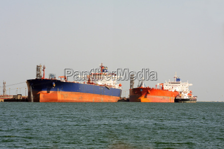 quay tanker to discharge